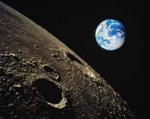 Солнечный ветер – источник воды на Луне