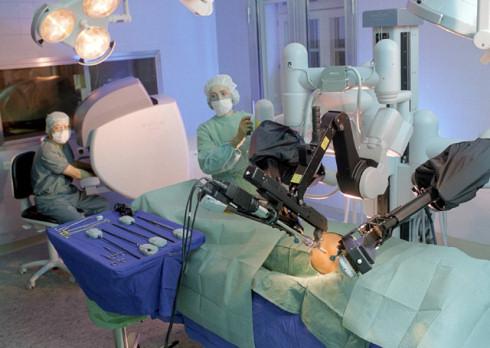 Робот-хирург Da Vinci успешно справился с операцией на открытом сердце