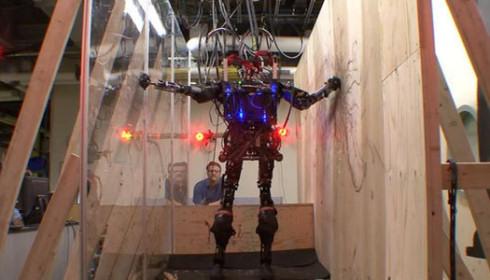 DARPA создаст робота-спасателя