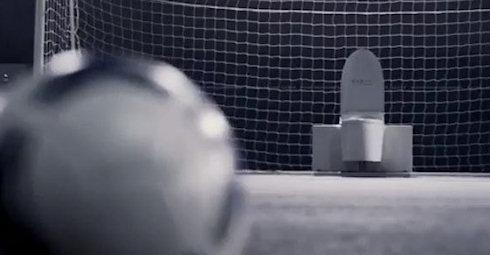 Футбольный унитаз: попробуй, забей гол!