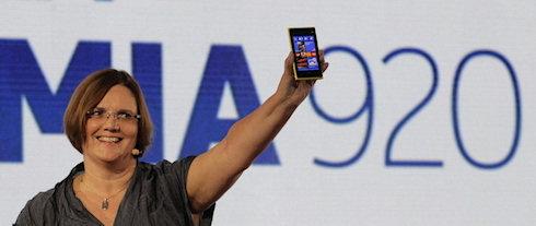 Nokia начала поставки Lumia 920 и 820