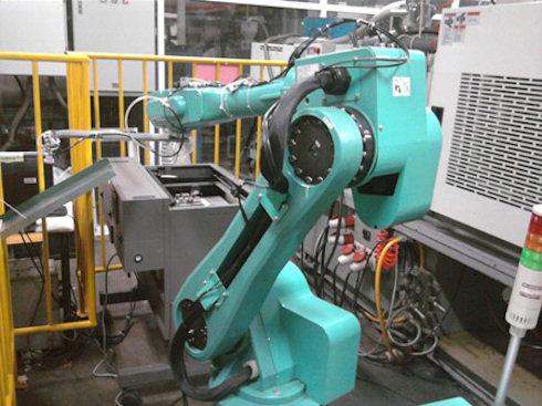 Foxconn заменит людей на роботов