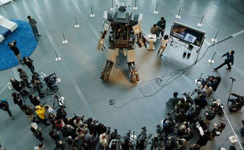 Японский боевой робот на дизельной тяге