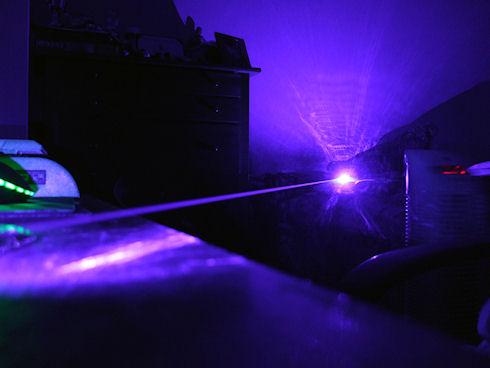 Получены сверхкороткие импульсы синего лазера