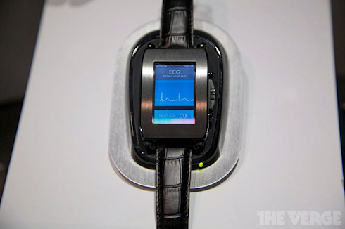 Часы Toshiba с OLED-дисплеем