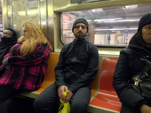 Сергей Брин использует Google Glass даже в метро