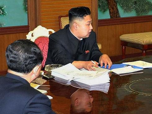 Ким Чен Ын и его смартфон