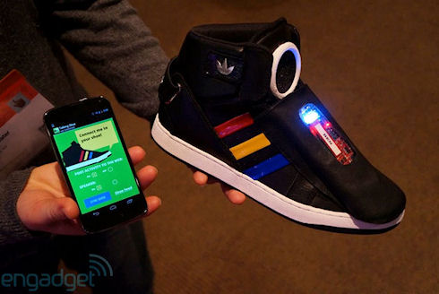 Говорящие кроссовки от Google