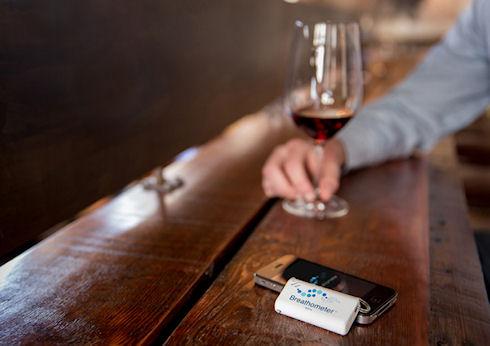 Breathometer – проверь себя на алкоголь!