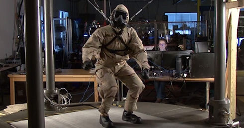 Робот PETMAN получил одежду и противогаз