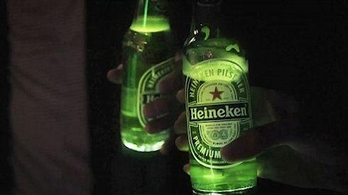 Heineken сделала светящуюся бутылку