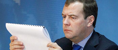 Дмитрий Медведев заменил iPad на блокнот и шариковую ручку