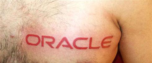 Индийские айтишники наносят татуировки с логотипами компаний
