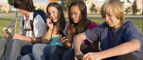 Молодежь мигрирует из Facebook в Twitter