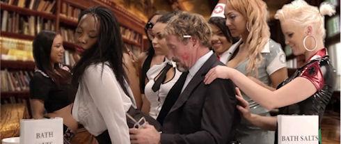 Джон Макафи снялся в видео об «особенностях» антивируса McAfee