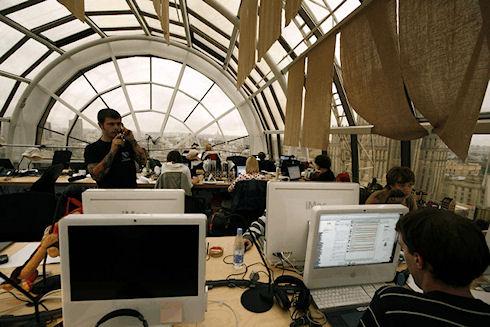 Общение в соцсетях обходится российской экономике в 10 млрд долларов
