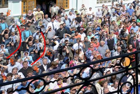 На сайте РПЦ нашли фотографию с «клонированными» людьми