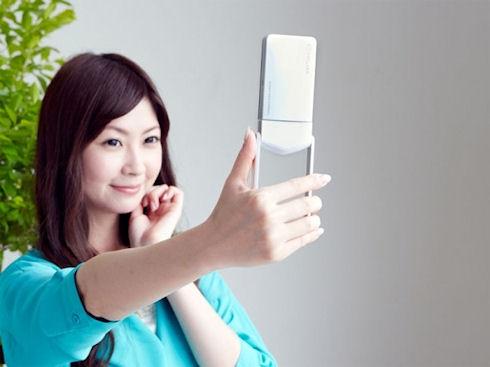 Casio Exilim EX-TR15 – камера с функцией «автопортрета»