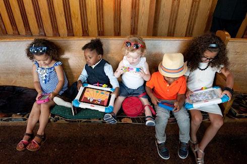 Гаджеты заменяют детям кукол и настольные игры