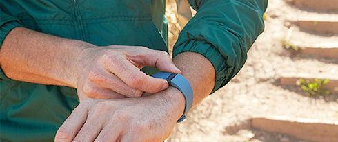 Компания Fitbit отзывает более 1 млн проданных фитнес-браслетов Force