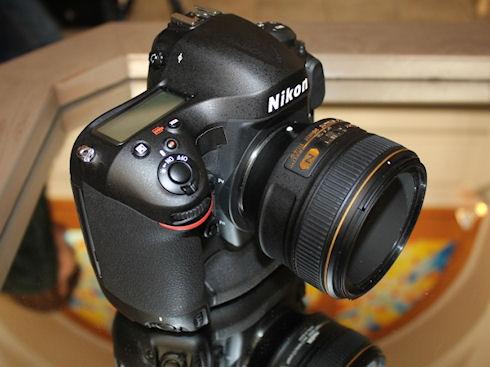 Профессиональная зеркалка Nikon D4s – прочный корпус и высокая производительность