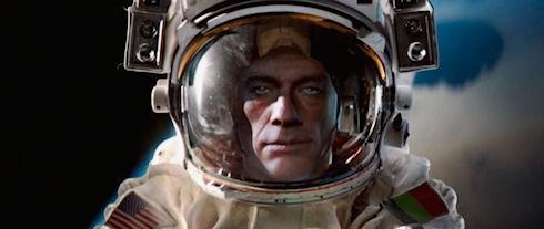 Ван Дамм сел на космический шпагат