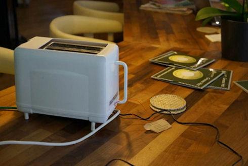 «Умный» тостер подключается к Сети и общается с «собратьями»