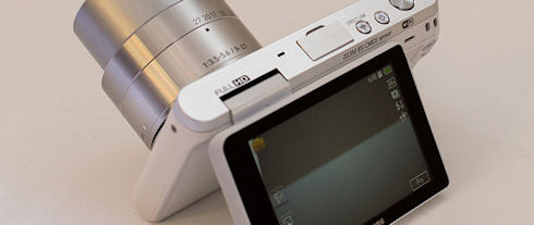 NX mini – тонкая беззеркалка с тремя объективами
