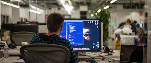 Facebook переходит на использование языка программирования Hack
