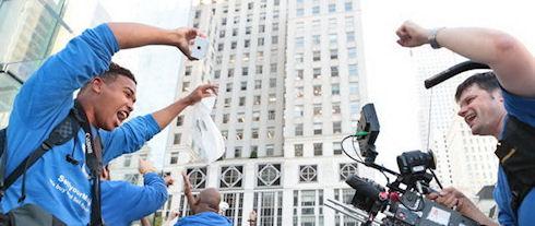 «Журналисты» Samsung изучили очередь за iPhone