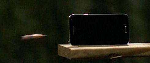 Samsung Galaxy S5 не прошел испытание снайперской винтовкой