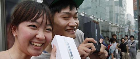 Владельцы смартфонов Apple и Samsung более других довольны своими гаджетами