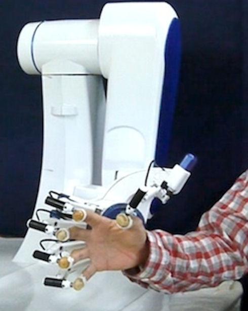 Японские медики будут искать опухоль виртуальной груди в «перчатке»