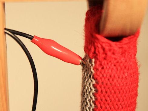Студент создал текстильные элементы управления гаджетами