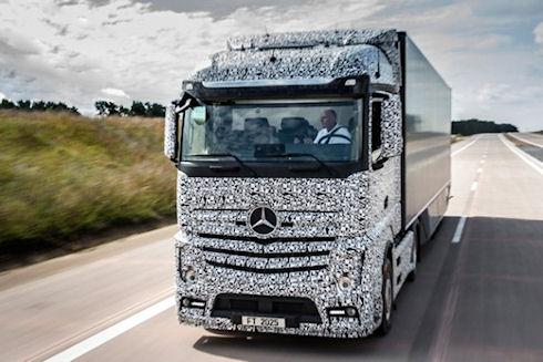 Mercedes запустила программу создания «умных грузовиков» Future Truck 2025