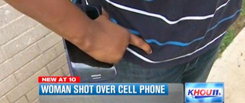 Американка отказалась расстаться с телефоном даже под дулом пистолета