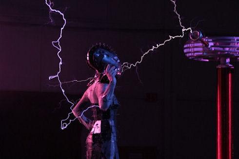 Дизайнерское платье против электрических разрядов