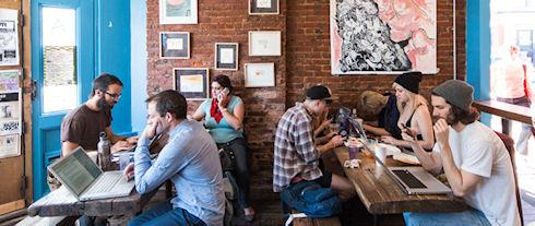 Запрет электронных гаджетов удвоил выручку американского кафе