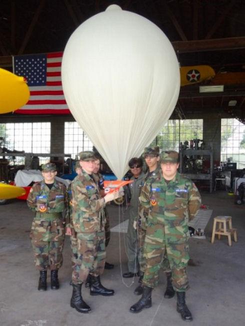 В США запустили бумажный самолетик с высоты 29 км