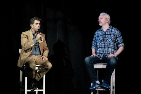 Голограмма Джулиана Ассанжа произвела фурор на конференции в Нантакете