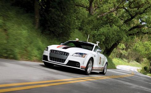 Водители ждут самоуправляемые автомобили Apple и Google