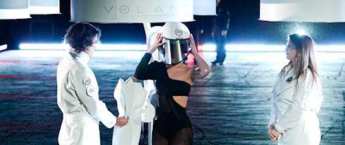 Леди Гага взлетела в платье Volantis