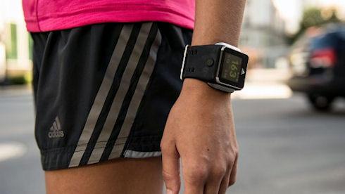 Adidas показала смарт-часы для спортсменов