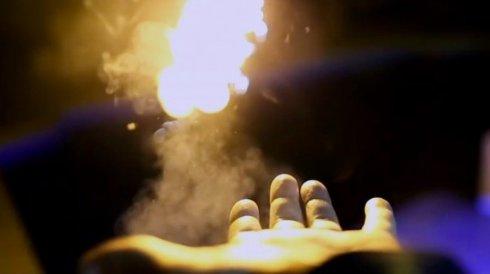 Американский фокусник разработал «ручной огнемёт»