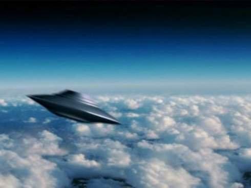 Англичанка запечатлела пролетающие мимо НЛО (Видео)