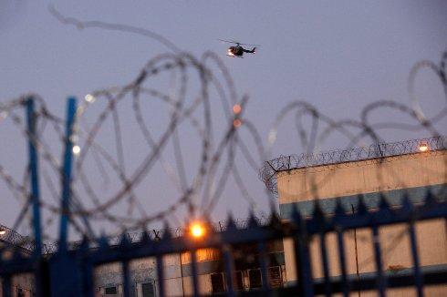 Аньона был без суда и следствия заключен в тюрьму