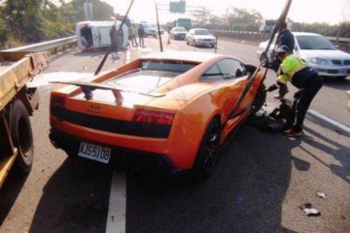 Авария превратила Lamborghini Gallardo в груду металла
