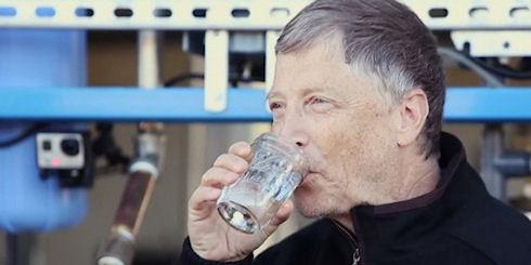 Биллу Гейтсу пришлась по вкусу вода, изготовленная из фекалий