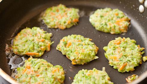 Рецепты на Масленицу: блины с сельдереем и морковью