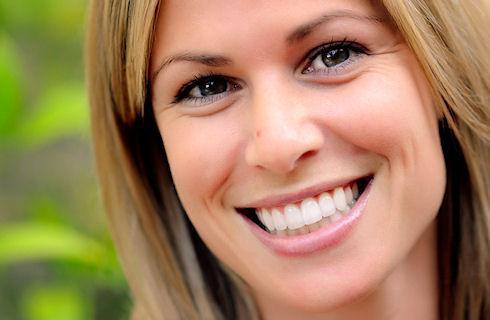Семь способов достижения более яркой улыбки